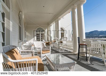 Estes Park, Co - October 31, 2020: Front Porch Of The Historic Staley Hotel In Estes Park