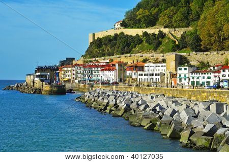 SAN SEBASTIAN, SPAIN - NOVEMBER 15: Paseo del Muelle, on November 15, 2012 in San Sebastian, Spain. There is the aquarium, which has been visited since 1925, when it was built, by 12 million people