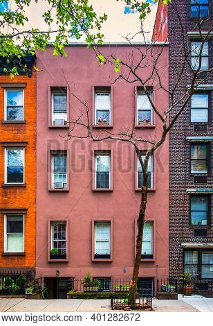 New York City, Usa, May 2019, View Of Some Red Brick Buildings In The Chelsea Neighborhood