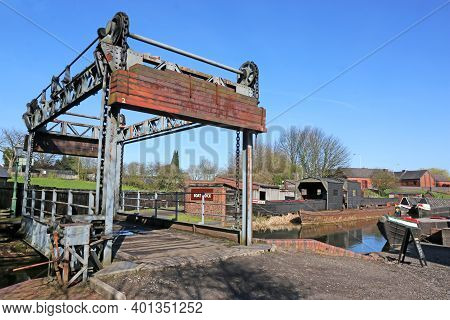 Boat Lift On The Dudley Canal, England