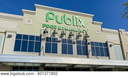 Orlando, Fl Usa - March 30, 2020:  The Exterior Of The Baldwin Park Publix Grocery Store In Orlando,