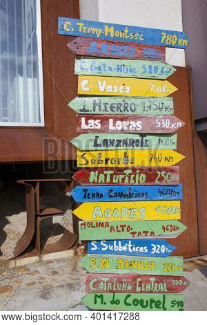 Pole Guidepost With Multiple European Geoparks On Arrows Sticks In Spanish. Geopark Visitors Recepti