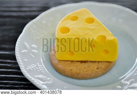 Tart , Cheese Tart Or Cheese Cake Or Tom And Jerry Cheesecake