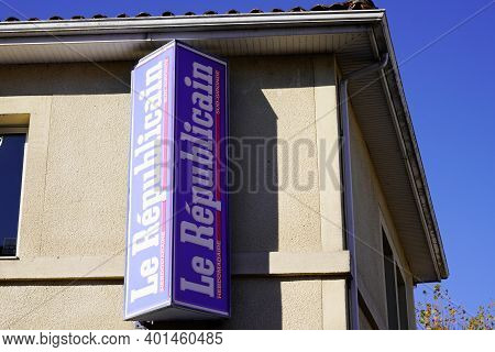 Langon , Aquitaine  France - 12 28 2020 : Le Republicain Sign Text And Logo Of Gironde France Newspa