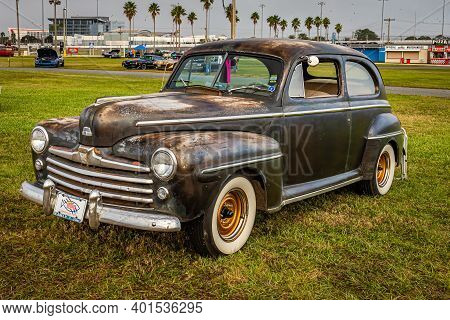 Daytona Beach, Fl - November 29, 2020: 1948 Ford Super Deluxe Eight At A Local Car Show.