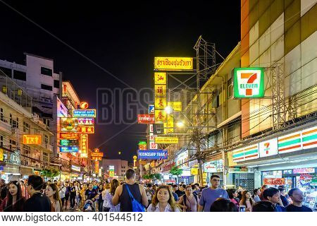 Bangkok, Thailand - December 28, 2019: Gold Shop Sign And Other Stores On Yaowarat Road. Chinatown W