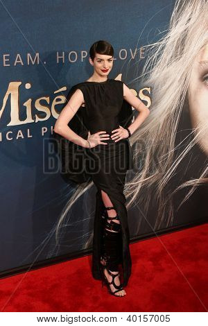 NEW YORK-DEC 10: Actress Anne Hathaway attends the premiere of