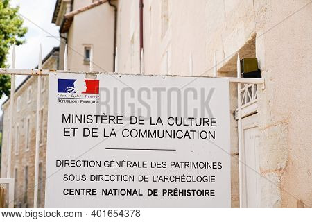 Bordeaux , Aquitaine  France - 12 28 2020 : Ministry Of Culture And Communication Entrance And Natio