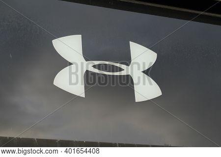 Bordeaux , Aquitaine  France - 12 28 2020 : Under Armour Store Sign Logo Brand Shop Fashion American