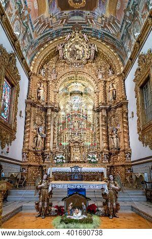 Faro, Portugal - 31 December 2020: View Of The Altar Of The Igreja Do Carmo Church In Faro