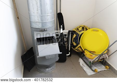General House Garbage Chute In An Apartment Building, The Problem Of General House Garbage Chutes In