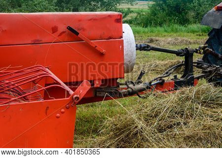 The Process Of Pressing Hay Into Bales, The Work Of The Press Machine, The Mechanism And Details Of