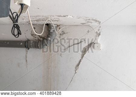 Pruszcz Gdanski, Poland - September 9, 2020: Traces Of Water Flooded On The Ceiling And Wall. Peelin