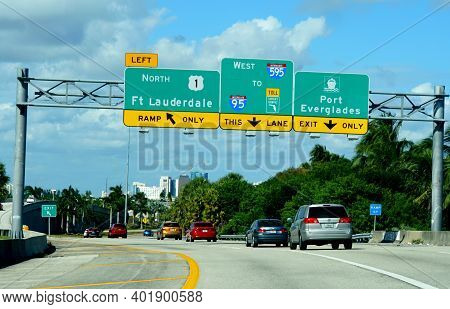 Fort Lauderdale, Florida, U.s.a - November 18, 2018 - Road Signs On The Highway To Route 1 North To