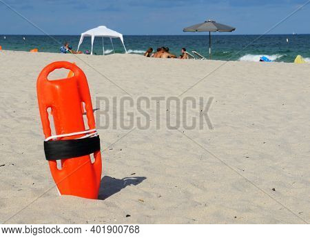 Lifeguard's Life Preserver On The Beach Of Fort Lauderdale, Florida, U.s.a
