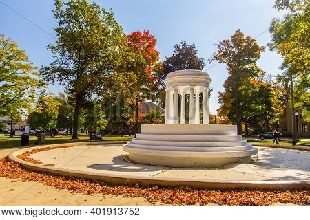 Marshall, Michigan, Usa - October 9, 2020: Brooks Fountain In Downtown Marshall. The Fountain Was Un