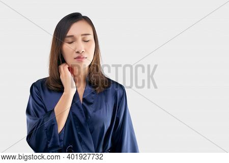Asian Women In The Dark Blue Robe Are Scratching Their Necks Due To Itching On A Gray Background. Th