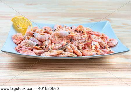 Fresh Seafood Shrimp In White Plate. Fresh Shrimps Served On Plate. Boiled Shrimp Unpeeled Prawns Co