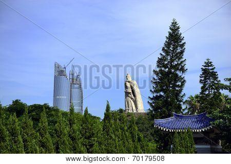 Zheng Chenggong statue