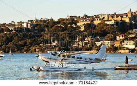 Cessna seaplane taxiiing