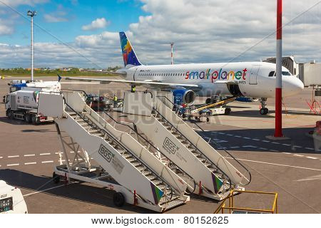 Preparation of aircraft Small Planet Airlines to fly at Vilnius