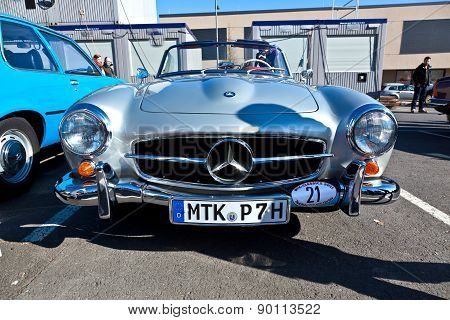 Beautiful Oldtimer Take Place In The Mtk Classics 2011 To Support The Politician Cyriax