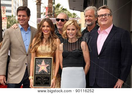 LOS ANGELES - MAY 7:  Steven Levitan, Julie Bowen, Ed O'Neill, Sofia Vergara, Eric Stonestreet at the Sofia Vergara Walk of Fame Ceremony at the Hollywood Blvd on May 7, 2015 in Los Angeles, CA
