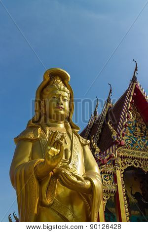 the gold Guanyin statue