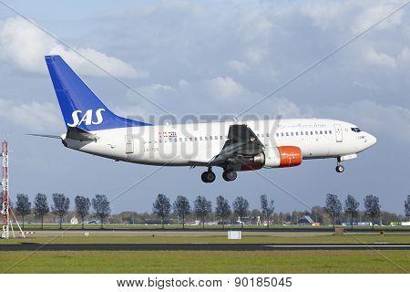 Amsterdam Airport Schiphol - Boeing 737 Of Sas (scandinavian Airlines) Lands
