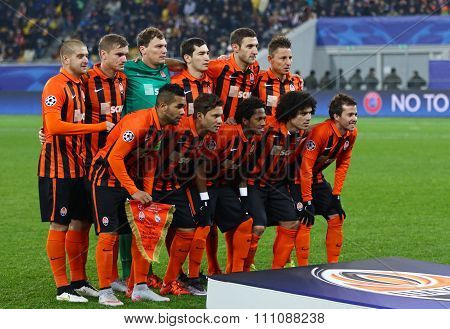 Fc Shakhtar Donetsk Players Pose For A Group Photo