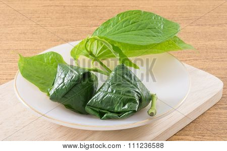 Fresh Betel Leaf Wrapped Bite Size Appetizer
