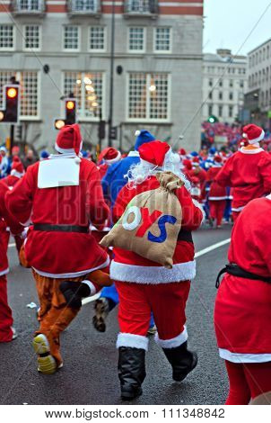 Liverpool Uk, 6Th December 2015 People Taking Part In The Annual Santa Dash To Raise Money For Chari