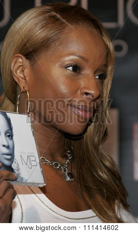 Mary J. Blige signs her latest hit CD The Breakthrough held at the Virgin Megastore Hollywood & Highland in Hollywood, California on January 13, 2006.
