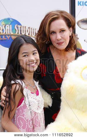 Elizabeth Perkins at the Los Angeles Premiere of