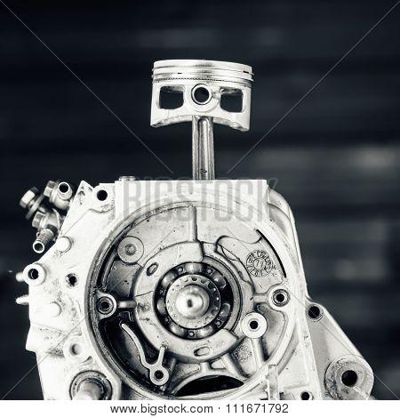 engine driving shaft bearing and piston