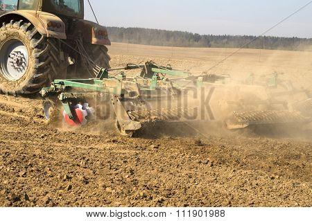 Tillage modern disk agitator before sowing