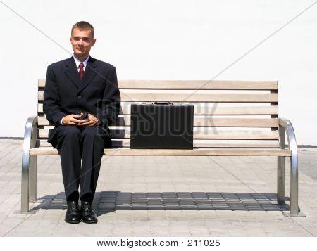 Geschäftsmann, sitzen auf Bank