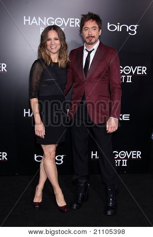 LOS ANGELES - JUN 19:  Robert Downey Jr. & wife Susan Downey arrives to the