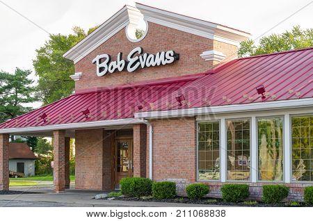 Bob Evans Restaurant Exterior Sign And Logo
