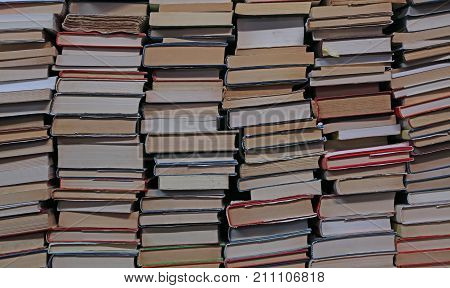 The background of many books of many sizes for the preparation of university examinations