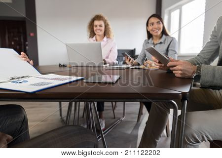 Businesspeople Group In Coworking Center Diverse Mix Race Team Coworkers Working Meeting Brainstorming Modern Office
