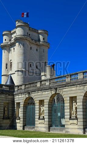The Vincennes castle was at the heart of the French monarchy until 1682 when Louis XIV chose to settle in Versailles.The keep was used as a prison: Fouquet, Marquis de Sade and Mirabeau were held here