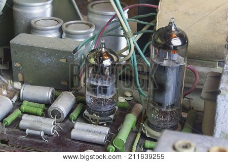 inside of the old vintage lamp radio