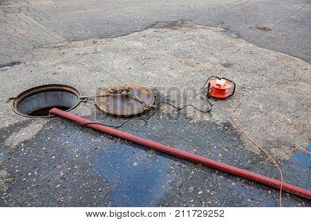 Breakdown In The Sewer Tunnel