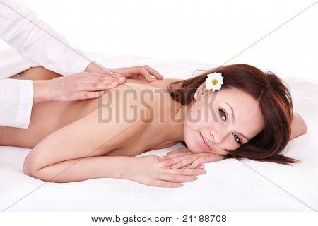 Schöne junge Frau mit Massage.
