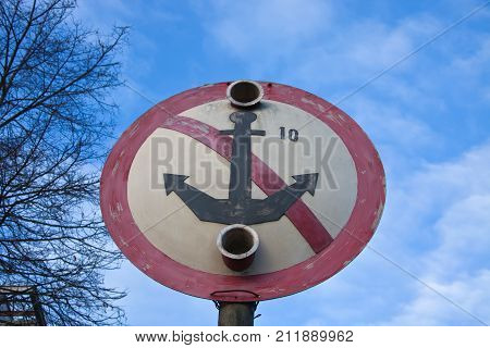 Sign navigation with the image of crossed anchors designed to prevent floating means about the availability of the submarine cable crossing for the main transmission line.