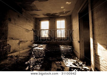 Oscuro Trashed sala