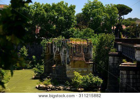 Rome - Pons Aemilus Remaining Arch Near Tiberina Island - Called In Rome
