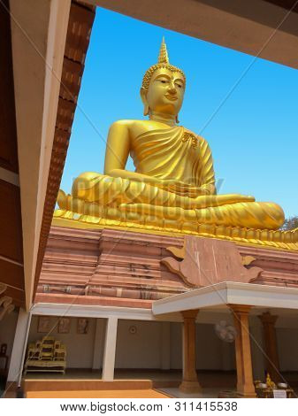 The Beautiful Golden Buddha Architecture On The Building With Blue Sky Texture, Important Buddhist D