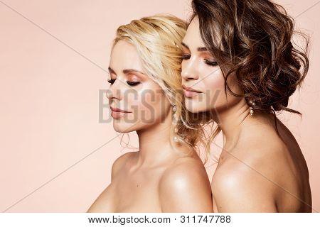 Fashion Models Beauty Portrait, Two Beautiful Women Makeup Hairstyle, Sexy Girls Couple Studio Portr